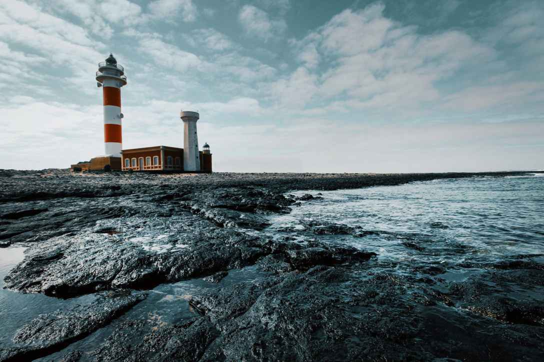 HISTORY OF LIGHTHOUSES – Weather Station Planet Earth
